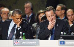 Prezydent USA Barack Obama i premier Wielkiej Brytanii David Cameron podczas dyskusji na temat zagrożenia terroryzmem podczas szczytu NATO w brytyjskim Newport, gdzie zjechało 60 światowych liderów, 70 szefów dyplomacji, tyle samo ministrów obrony i kilka tysięcy dziennikarzy.