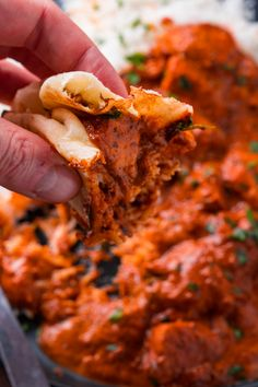 Grilled marinated chicken in a tasty and creamy sauce! Pakistan Food, India Food, Indian Chicken Dishes, Chicken Tikka Masala, Healthy Dishes, Butter Chicken, Curry Recipes, I Love Food, Food Photography