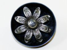 Vintage Bakelite Button with Silver Daisy Flower OME Large Button Flowers, Vintage Black, Daisy, Buy And Sell, Buttons, Metal, Silver, Handmade, Stuff To Buy