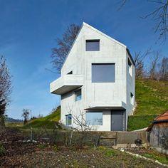 Finde Bau- und Einrichtungsprojekte von Experten für Ideen & Inspiration. Haus Sumiswald von Translocal Architecture | homify