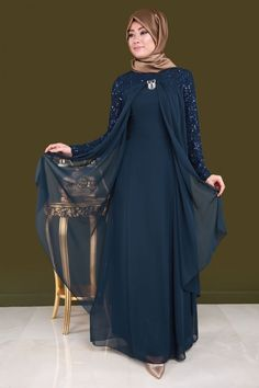 Chiffon Hijab Abendkleid Laci Produktcode: -> TL Source by modaselvim Islamic Fashion, Muslim Fashion, Abaya Fashion, Fashion Dresses, Chiffon Hijab, Modele Hijab, Abaya Designs, 54 Kg, Muslim Dress