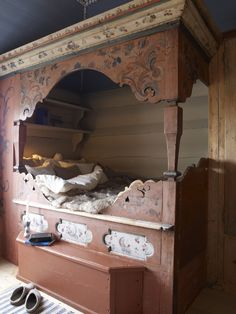 Eidsborg Museum in Telemark, Norway. Looove these beds! Want some in my house someday