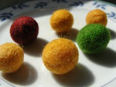 How to make felt balls The Effective Pictures We Offer You About Diy Wool Balls garland A quality pi Diy Wool Felt, Felted Wool Crafts, Felt Diy, How To Felt Wool, Fall Felt Crafts, Felt Pictures, Wool Dryer Balls, Felt Christmas, Christmas Garlands
