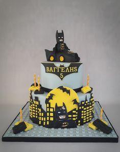 Lego batman cake with batmobil. Superhero Theme Party, Superhero Birthday Cake, Batman Party, Lego Batman Cakes, Lego Cake, Batman Spiderman, Superman, 5th Birthday Cake, Novelty Birthday Cakes