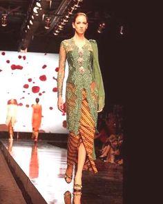 Jade green paired with trad sarong Dress Brokat Modern, Modern Kebaya, Batik Kebaya, Batik Dress, Kimono, Kebaya Brokat, Kebaya Dress, Kebaya Jawa, Mode Batik