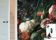 Behang uit de gouden eeuw geschilderd door oude meesters van grote kleurrijke bloemen. Bekijk al ons fotobehang met bloemen uit het gouden tijdperk.