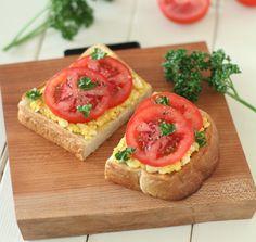 シミ対策に 卵のタルタルとトマトのオープンサンド : きょうの健康レシピ : yomiDr./ヨミドクター(読売新聞)