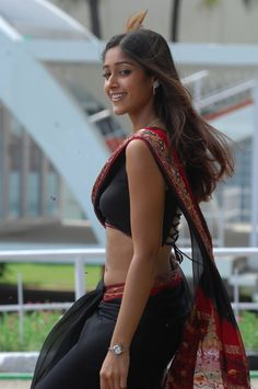 Check out one of the best photos collection of South Indian hottie Ileana D'Cruz who is also a known face now in Bollywood industry. Check out her best backless photos. Most Beautiful Bollywood Actress, Indian Bollywood Actress, Bollywood Actress Hot Photos, Bollywood Girls, South Indian Actress Hot, Indian Actress Hot Pics, Beautiful Girl Photo, Beautiful Asian Girls, Indian Celebrities