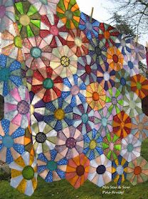 Love the dresden/hexagon combination Dresden Quilt, Quilting Projects, Quilting Designs, Patchwork Designs, Quilt Modernen, Flower Quilts, Hexagon Quilt, Hexagon Patchwork, Scrappy Quilts