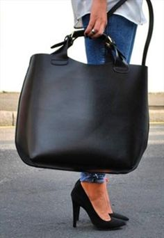 Zara leather shopper bag in black Luxury Bags, Luxury Handbags, Luxury Purses, Tote Handbags, Leather Handbags, Travel Handbags, Cheap Handbags, Leather Bags, Sacs Design