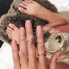 How to easily remove a glitter nail polish - My Nails Neutral Nails, Nude Nails, Coffin Nails, Glitter Nails, Hair And Nails, My Nails, Uñas Fashion, Dipped Nails, Cute Acrylic Nails
