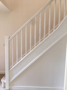 Stair Railings Settling Is Easier Than You Think - Home to Z Staircase Banister Ideas, White Banister, Banister Rails, White Staircase, Winding Staircase, Wood Railing, Stair Handrail, Staircase Makeover, Floating Staircase