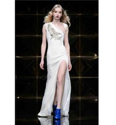 Une robe de mariée glamour d'inspiration année 30 sur le défilé Richmond