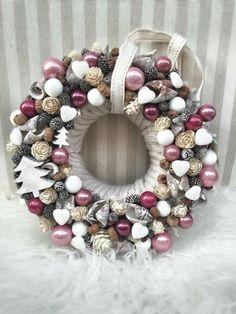 Christmas Advent Wreath, Cute Christmas Decorations, Grave Decorations, Pink Christmas, Winter Christmas, Christmas Home, Handmade Christmas, Flower Decorations, Christmas Crafts