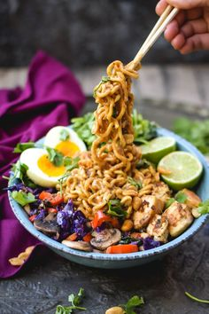 Thai Peanut Chicken Noodles - a dinner recipe the whole family will love!