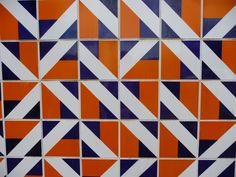 athos bulcão - Pesquisa Google Tile Patterns, Print Patterns, Design Azul, Tile Layout, Moroccan Design, Wall Finishes, Style Tile, Moorish, Graphic Design Illustration
