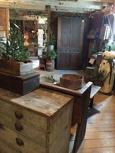 Best Rustic Farmhouse Kitchen Cabinets in List 31 Primitive Living Room, Primitive Homes, Primitive Kitchen, Primitive Furniture, Primitive Antiques, Country Primitive, Country Furniture, Rustic Kitchen, Country Sampler