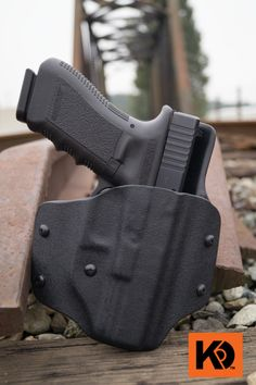 IN-N-Out K Rounds Concealed Carry IWB and OWB holster. Great Kydex rig for almost any situation and IDPA approved. Tactical Clothing, Tactical Gear, Protection Rapprochée, Pancake Holster, Police Gear, Concealed Carry Holsters, Kydex Holster, Chest Rig, Guns And Ammo