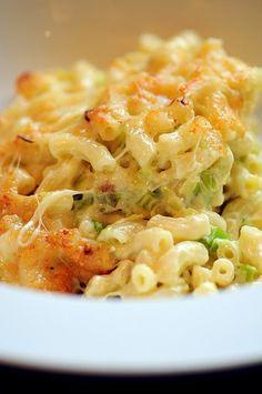 macaroni cheese with baby leeks