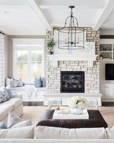 I really love this awesome photo Fireplace Windows, Family Room Fireplace, Fireplace Seating, Fireplace Built Ins, Bedroom Fireplace, Farmhouse Fireplace, Farmhouse Windows, Home Fireplace, Fireplaces