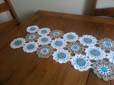 Handmade Floral Crochet Table Runner Free Pattern for 2015 Christmas - Christmas Crafts, Table Decor