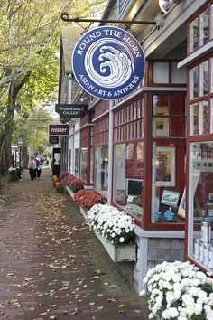 Shops on Nantucket Island, Massachusetts. My sweetie sat and read his book while I browsed the shops. Rhode Island, New England States, New England Travel, Vermont, Connecticut, New Hampshire, Places To Travel, Places To See, Les Kennedy