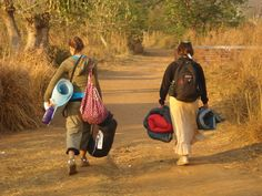 Interns walk to their homestay houses to experience rural Malawian life.