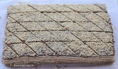 Prajitura cu nuca si caramel Jacque Pepin, Cake Cookies, Caramel, Bread, Desserts, Sticky Toffee, Tailgate Desserts, Candy, Deserts