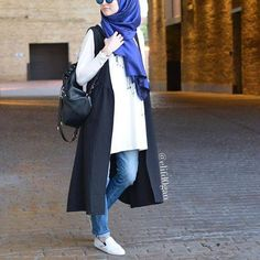 Sporty hijab style – Street styles hijab looks www.justtrendygir… Sporty hijab style – Street styles hijab looks www. Hijab Casual, Hijab Chic, Casual Outfits, Women's Casual, Islamic Fashion, Muslim Fashion, Modest Fashion, Trendy Fashion, Fashion Outfits