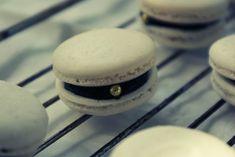 HOODIES MATBLOGG: Studentmacarons & att baka macarons till stor fest Macarons, Desserts, Hoodies, Food, Students, Tailgate Desserts, Deserts, Sweatshirts, Essen
