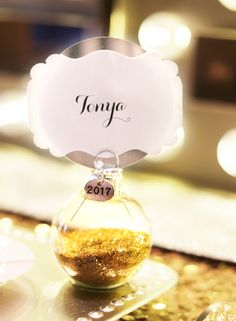 diy gold glitter ornament place cards