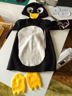 Pinguin Kostüm selber machen Best Picture For kids costumes mermaid For Your Taste You are looking f Pinguin Costume, Penguin Halloween Costume, Animal Costumes, Baby Costumes, Fancy Dress, Dress Up, Baby Kostüm, Penguin Party, Baby Penguins