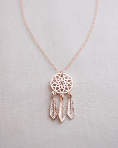 Dreamcatcher Necklace in rose gold by Olive Yew. Dream Catcher Necklace with dangling feathers. Cute Jewelry, Jewelry Box, Jewelry Accessories, Jewelry Necklaces, Jewelry Design, Jewelry Making, Jewelry Armoire, Jewlery, Jewelry Ideas
