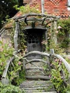 looks like a Hobbit house!