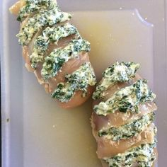This hasselback chicken is stuffed with a mixture of spinach and ricotta and is a quick and easy low carb dinner meal to make. This hasselback chicken is stuffed with a mixture of spinach and ricotta and is a quick and easy low carb dinner meal to make. Chicken Spinach Ricotta, Ricotta Stuffed Chicken, Ricotta Cheese Recipes, Mushroom Stuffed Chicken, Stuffed Chicken Recipes, Hasselback Chicken, Baked Chicken, Chicken Gravy, Rotisserie Chicken