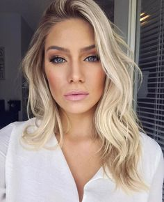 Brunette Balayage for Thick Hair - 50 Cute Long Layered Haircuts with Bangs 2019 - The Trending Hairstyle Curls For Medium Length Hair, Curled Hairstyles For Medium Hair, Curls For Long Hair, Pretty Hairstyles, Long Loose Curls, Wedding Hair And Makeup, Hair Makeup, Makeup Eyebrows, Medium Hair Styles