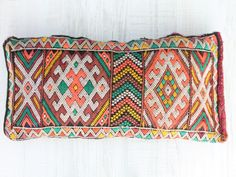 Welcome to dar amïna shop Moroccan Cushions, Kilim Pillows, Kilim Rugs, Textiles, Moroccan Decor, Cozy House, Color Inspiration, Kilims, Dorm Room