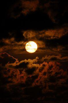 Space Phone Wallpaper, Night Sky Wallpaper, Galaxy Wallpaper, Night Aesthetic, Brown Aesthetic, Aesthetic Photo, Image Beautiful, Beautiful Moon, Moon Pictures