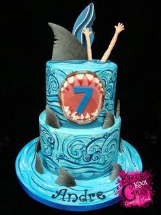 Jaws by my Amiga Laura Ocean Cakes, Beach Cakes, Fondant Cakes, Cupcake Cakes, Cupcakes, Megalodon, Fete Audrey, Shark Cake, Shark Shark