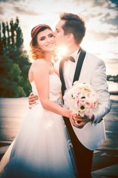 Find Us On Facebook, Photo Sessions, Wedding Photography, Couples, Wedding Dresses, Fashion, Wedding Shot, Moda, Bridal Dresses