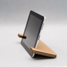 Papercrafts iPad Stand by Weltunit Device Stand from Lasercut cardboard. Ecologically produced, limited durability. This accessory is manufactured to match the fast product replacement cycle
