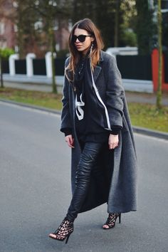 Coat: Apriori. Sunnies: Anine Bing. Shirt: Fruit of the Loom. Scarf: ALLSAINTS. Leatherpants: H&M. Shoes: Zara