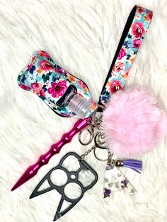 Self Defense Women, Self Defense Tools, Lip Gloss Homemade, Self Defense Keychain, Tropical Party Decorations, Diy Crafts For Girls, Kawaii Jewelry, Waist Pouch, Cute Keychain