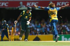 Lasith Malinga bowls Mitchell Johnson, Australia v Sri Lanka, 3rd ODI, Brisbane, January 18, 2013 #cricket #sports