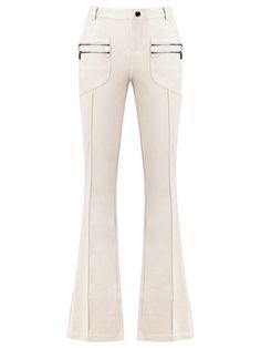 Canal Calça flare Fashion Sewing, Fashion 101, School Fashion, Fast Fashion, Hijab Fashion, Best Casual Outfits, Love Jeans, Belted Shorts, Clothing Hacks
