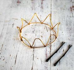 This is how to make a crown. I see a where the wild things are costume...  Tutorial: http://www.meche.co/blogs/news/7495284-diy-coat-hanger-crown