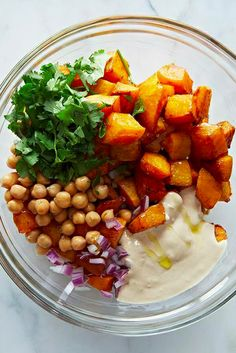 - Squash & Chickpea Salad This healthy spring salad will fill you up!This healthy spring salad will fill you up! Veggie Recipes, Salad Recipes, Vegetarian Recipes, Cooking Recipes, Healthy Recipes, Comidas Lights, Healthy Snacks, Healthy Eating, Healthy Gourmet