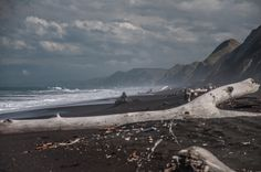 The autumn beach south of Wairoa/East Cape, by nz.emsi.at