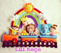Train w/animals, Sun & Rainbow Felt Crafts Diy, Foam Crafts, Felt Name Banner, Felt Wall Hanging, Felt Pictures, Felt Wreath, Felt Baby, Felt Decorations, Quilling Designs
