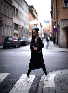LOUISA nextstopfw | black white outfit fashion streetstyle minimal classic chic neutral casual